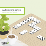 Autismikirjo ja työ -esitteen kansi, jossa dominonappuloita ja kahvikuppi pöydällä.