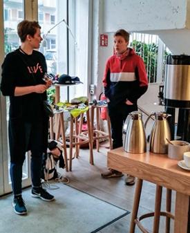 TELMA-opiskelijoita Baguetten tiloissa. Kuva: Anne Korhonen.