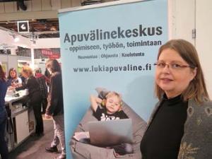 Heli Turja Apuvälinekeskuksen messuosstolla.