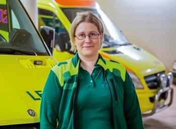 Ensihoitaja Marjo Uutinen ja ambulanssit.