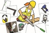 Rakennustyöntekijä sahaa lautaa ja ympärillä on muita työkaluja.