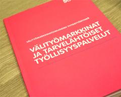 Välityömarkkinat ja tarvelähtöiset työllisyyspalvelut -kirjan kansi. Kannessa ei kuvaa.