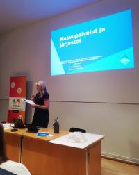 Anu Tirkkonen pohtii järjestöjen roolia kasvupalvelu-uudistuksessa.