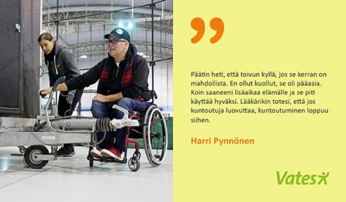 Harri Pynnönen pyörätuolissa yrityksensä tiloissa.