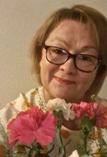 Nina Sohlberg-Ahlgren ja kukkaset.