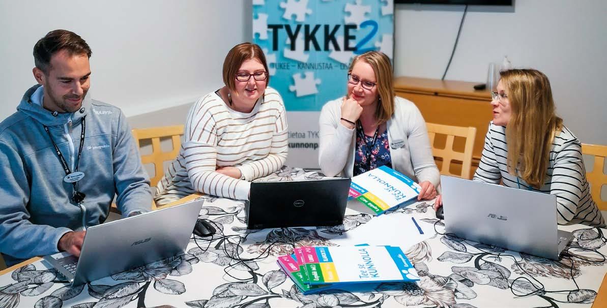 Kuvassa vasemmalta oikealle: hankepäällikkö Kalle Onnela, vastuuhanketyöntekijät Katri Suhonen ja Tiina Häyrinen sekä lääkäri Milla Anttonen.
