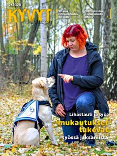Kyvyt käyttöön -lehden kansi jossa punahiuksinen nainen ja avustajakoira.