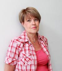 Kuvassa kirjoittaja Marianne Pentikäinen