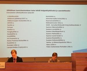 Kuvassa Kuluttajaliitosta pääsihteeri Juha Beurling ja Maija Autio.