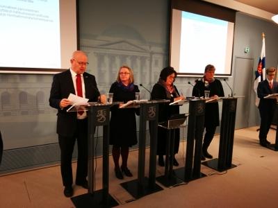 Lindström, Kerätär, Oivo ja Mattila toimittajien tenttavana osatyökykyisten työllistämisen selvityksen julkistamistilaisuudessa.